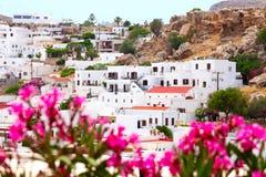 Взгляд городка Lindos с цветками Стоковая Фотография RF