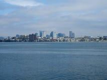 Взгляд городского горизонта Бостона на гавани Бостона Стоковые Фото