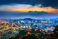 Взгляд городского городского пейзажа и Сеул возвышаются в Корее Стоковые Фото