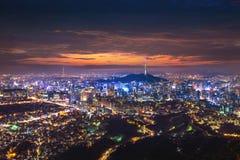 Взгляд городского городского пейзажа и Сеул возвышаются в Сеуле Корее Стоковое Изображение RF