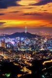 Взгляд городского городского пейзажа и Сеул возвышаются в Сеуле, Корее Стоковое Изображение RF