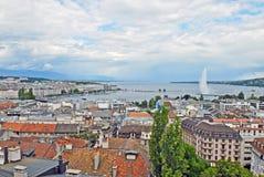 Взгляд городского пейзажа и бечевник женевского озера, Швейцарии Стоковая Фотография RF