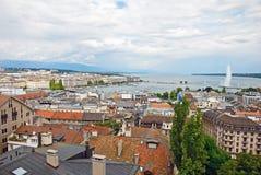 Взгляд городского пейзажа и бечевник женевского озера, Швейцарии Стоковая Фотография