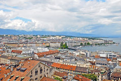 Взгляд городского пейзажа и бечевник женевского озера, Швейцарии Стоковые Фотографии RF