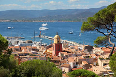 Взгляд городского пейзажа и гавани St Tropez Франции от Citadelle стоковые фото