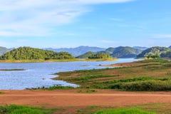 Взгляд горы и реки на Kang Kra Chan Стоковое фото RF