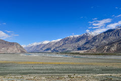 Взгляд горы снега в долине Nubra Стоковые Изображения RF