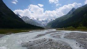 Взгляд гор в швейцарских Альпах Стоковая Фотография