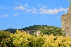 Взгляд гор и монастырей Meteora стоковые изображения rf