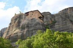 Взгляд гор и монастырей Meteora стоковая фотография rf