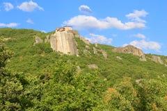 Взгляд гор и монастырей Meteora стоковые фото