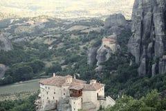 Взгляд гор и долины где монастыри Meteora стоковые изображения