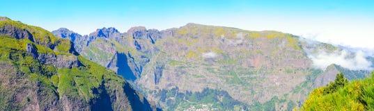 Взгляд гор на трассе Encumeada - Boca De Corrida, острове Мадейры, Португалии, Европе Стоковые Изображения RF