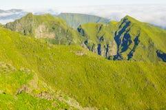 Взгляд гор на трассе Pico Ruivo - Encumeada, острове Мадейры, Португалии, Европе Стоковые Изображения