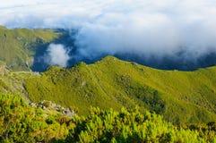 Взгляд гор на трассе Pico Ruivo - Encumeada, острове Мадейры, Португалии, Европе Стоковая Фотография RF