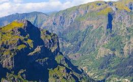 Взгляд гор на трассе Pico Ruivo - Encumeada, острове Мадейры, Португалии, Европе Стоковое фото RF