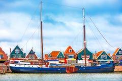 Взгляд Голландия Нидерланды Volendam рыбацкого поселка панорамный стоковая фотография