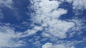 Взгляд голубого неба и облаков Стоковая Фотография