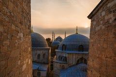 Взгляд голубых крыш мечети на заходе солнца в Стамбуле, Турции Стоковое Изображение
