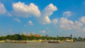 Взгляд грандиозного дворца, Бангкок реки, Таиланд Стоковые Изображения RF