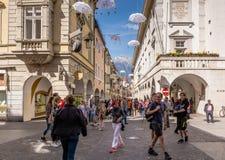 Взгляд главной улицы Merano, Больцано, южного Тироля, Италии Стоковое Изображение