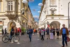 Взгляд главной улицы Merano, Больцано, южного Тироля, Италии Стоковые Изображения