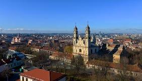 Взгляд глаза птицы городка Вильнюса старого от башни Gediminas, панорама Литвы, Вильнюса, утро, Литва, Стоковое Изображение RF