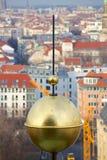 Взгляд глобуса прошлого Берлина золотого Стоковая Фотография