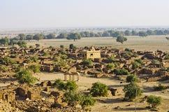 Взгляд дезертированной деревни от форта Khaba, Jaisalmer, Раджастхана, Индии Стоковое Фото