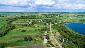 Взгляд деревни центральной России сверху стоковые фото