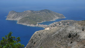 Взгляд деревни Assos на острове Греции Kefalonia Стоковая Фотография