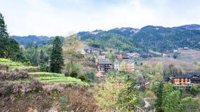 взгляд деревни Tiantouzhai в террасных полях Стоковое фото RF