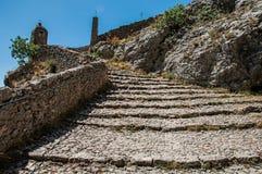 Взгляд лестницы к церков Нотр-Дам de Beauvoir стоковое изображение