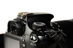 Взгляд детали современной камеры DSLR стоковая фотография