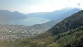 Взгляд лета от верхней части швейцарских Альпов около Локарна, итальянского раздела Швейцарии видеоматериал