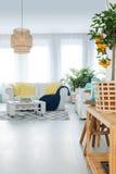 Взгляд живущей комнаты в квартире Стоковые Фото