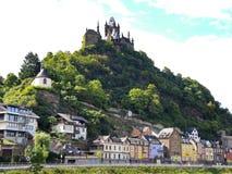 Взгляд замка над городком Cochem, Германией Стоковые Изображения RF