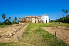 Взгляд замка Garcia D'Avila, или Каса da Torre, в Прая делают сильную сторону, Бахю, Бразилию Стоковое Изображение RF