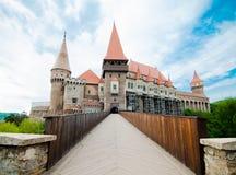 Взгляд замка Huniazi от моста Стоковые Фотографии RF