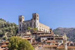 Взгляд замка Imperia Dolceacqua, Лигурии, Италии Стоковое фото RF