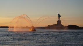 Взгляд захода солнца дамы Свободы стоковая фотография rf