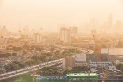 Взгляд захода солнца и неба городского пейзажа Бангкока, Таиланд Стоковые Фотографии RF