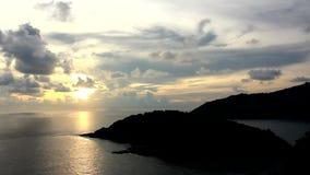 Взгляд захода солнца на накидке Promthep, провинции Пхукета Азии Таиланде сток-видео
