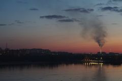 Взгляд захода солнца от набережной реки Стоковая Фотография