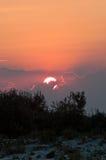 Взгляд захода солнца от одичалого пляжа Стоковое Фото