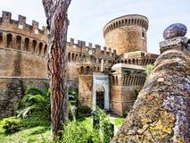 Взгляд задворк и входа замка Giulio II Стоковая Фотография RF