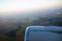 Взгляд земли от крыла Стоковое фото RF