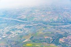 Взгляд земли от окна самолета Стоковые Фотографии RF