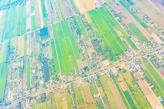 Взгляд земли от окна самолета Стоковое Изображение RF