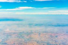 Взгляд земли от окна самолета Стоковые Изображения RF